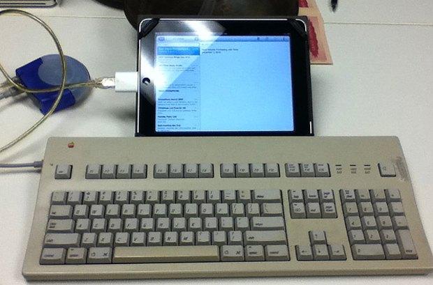 ipad_apple-extended-adb-keyboard