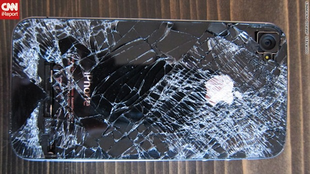 iPhone 4 survives skydiving drop