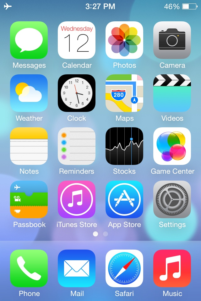 iPhone 4 running iOS 7, home screen