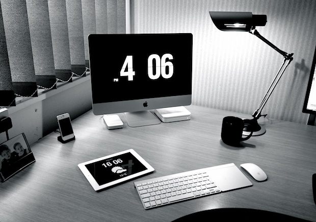 iMac desk setup of a project manager