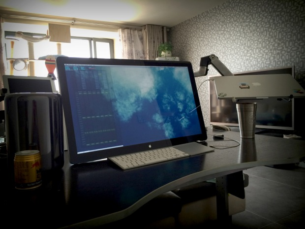 Mac Pro 2013 desk setup with a Retina MacBook Pro and iPad