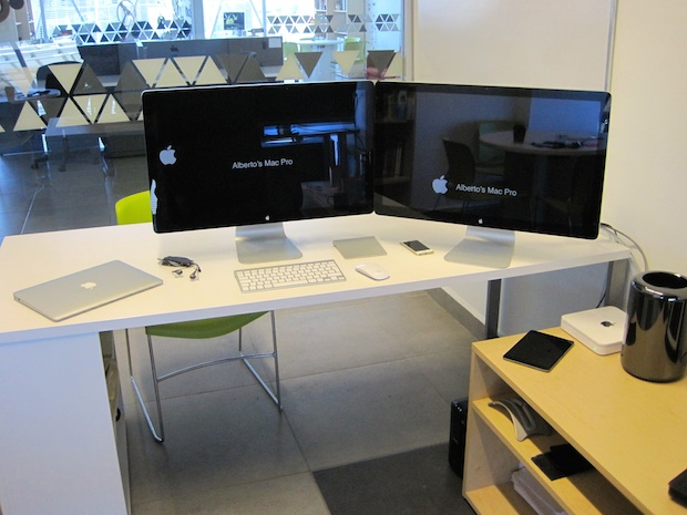 Mac Pro desk setup