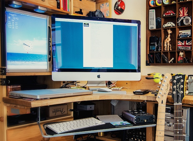 The iMac setup of a musician and photographer