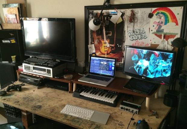 mac-desk-setup-audio-engineering-student-1