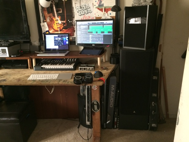 mac-desk-setup-audio-engineering-student-3