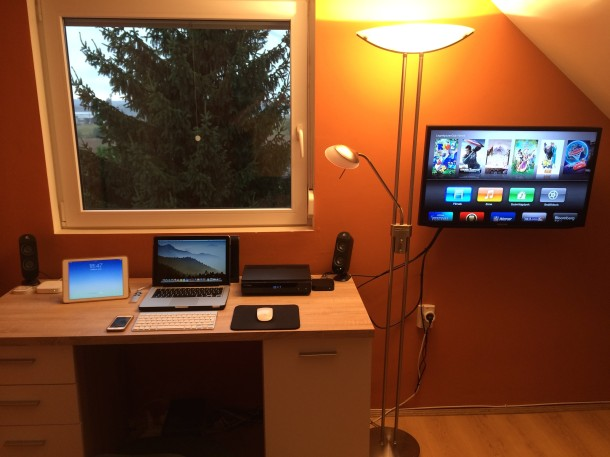 sound-engineer-mac-setup-with-tv