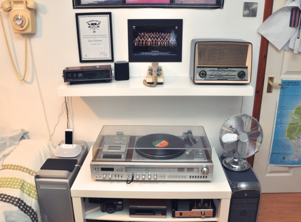 Vintage Mac seutp, old Macs, record player, old rotary phone and radio