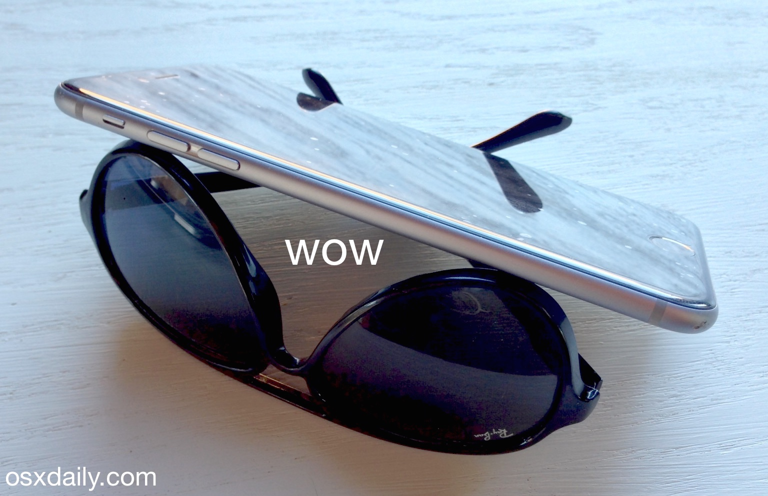 Use sunglasses as an iPhone stand, wow, amazing