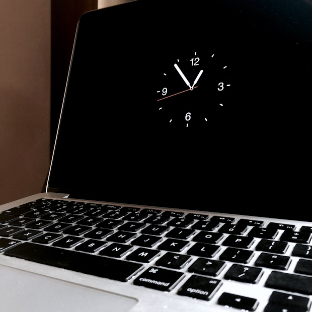 Apple Watch Screen Saver on  MacBook Pro