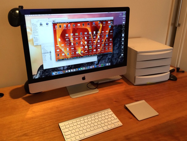 Journalist workstation, assistants desk using screen sharing on an iMac