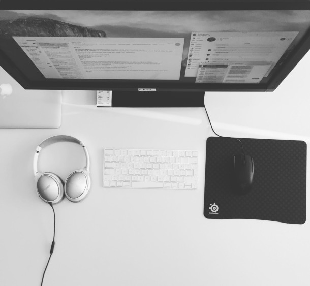 Mac setup minimalistic black & white workstation