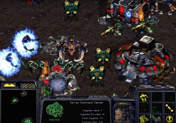 Starcraft screen shots of a battle